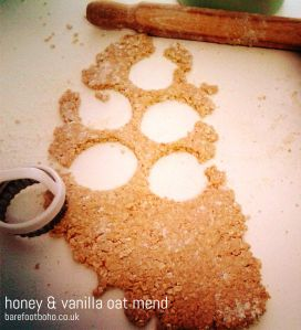 honey and vanilla oat mend cookie cutter